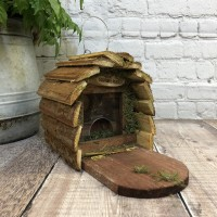 Wooden Wildlife Squirrel Feeder