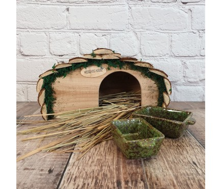 Wooden Hedgehog House With Ceramic Food & Water Dish Set & Nesting Straw