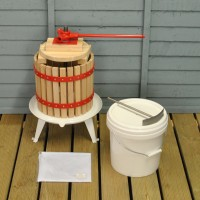 Traditional Fruit and Apple Press (12 Litre) with Straining Bag and Pulping Bucket