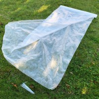 Fleece Garden Plant Frost Protection Roll 2m x 20m + 10 Metal Pegs (20g/sqm)